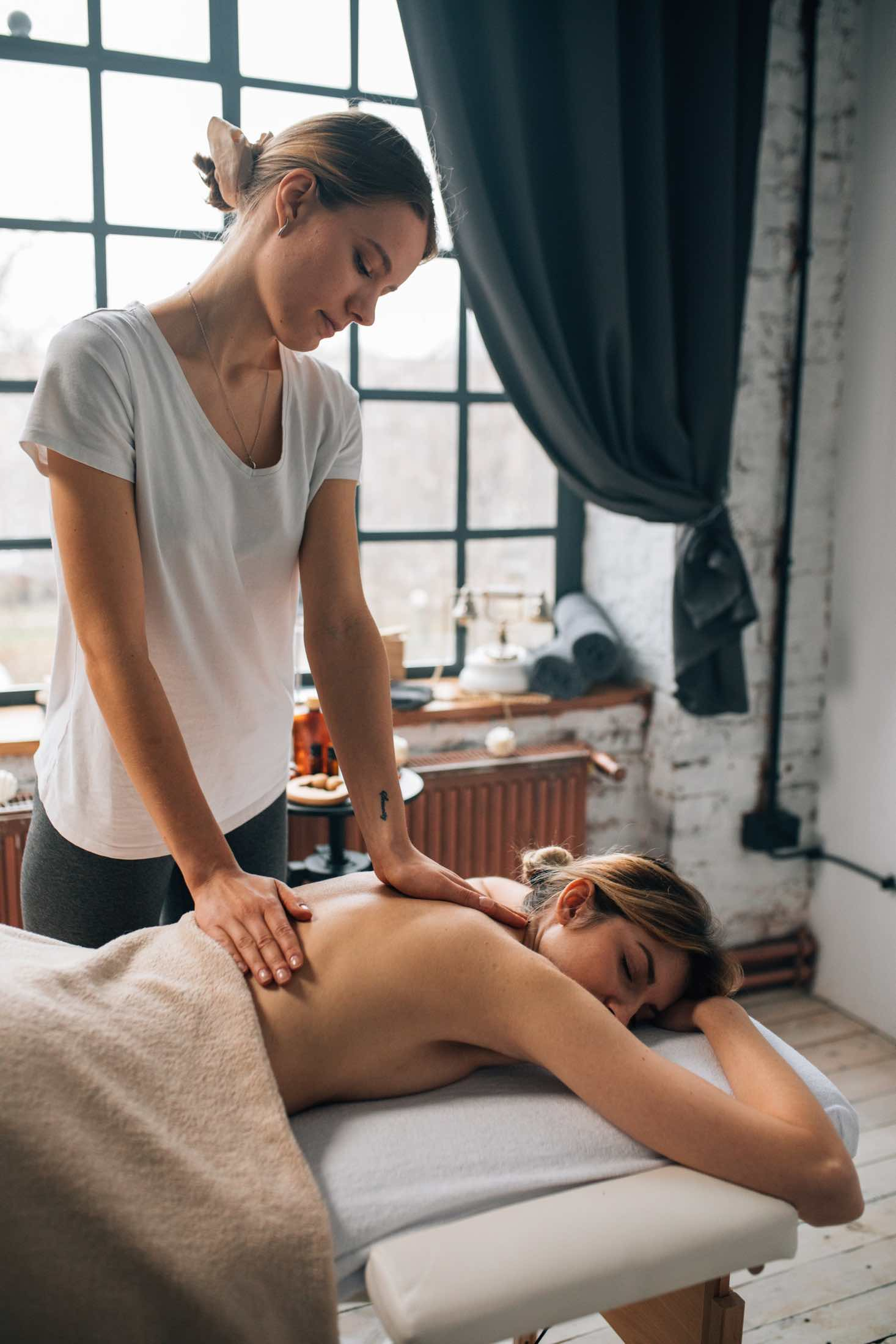 What are the benefits of a lymphatic drainage massage?